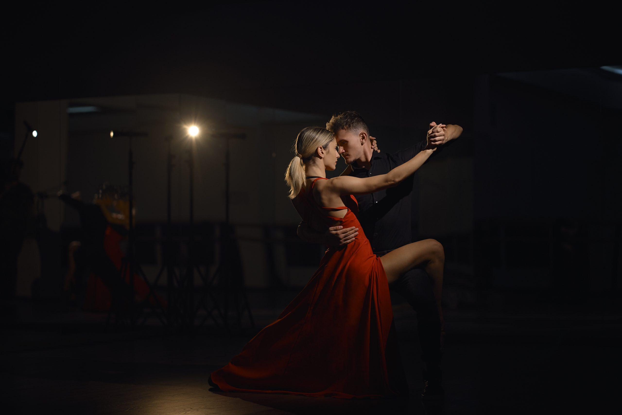 Bailes originales para sorprender a tus invitados